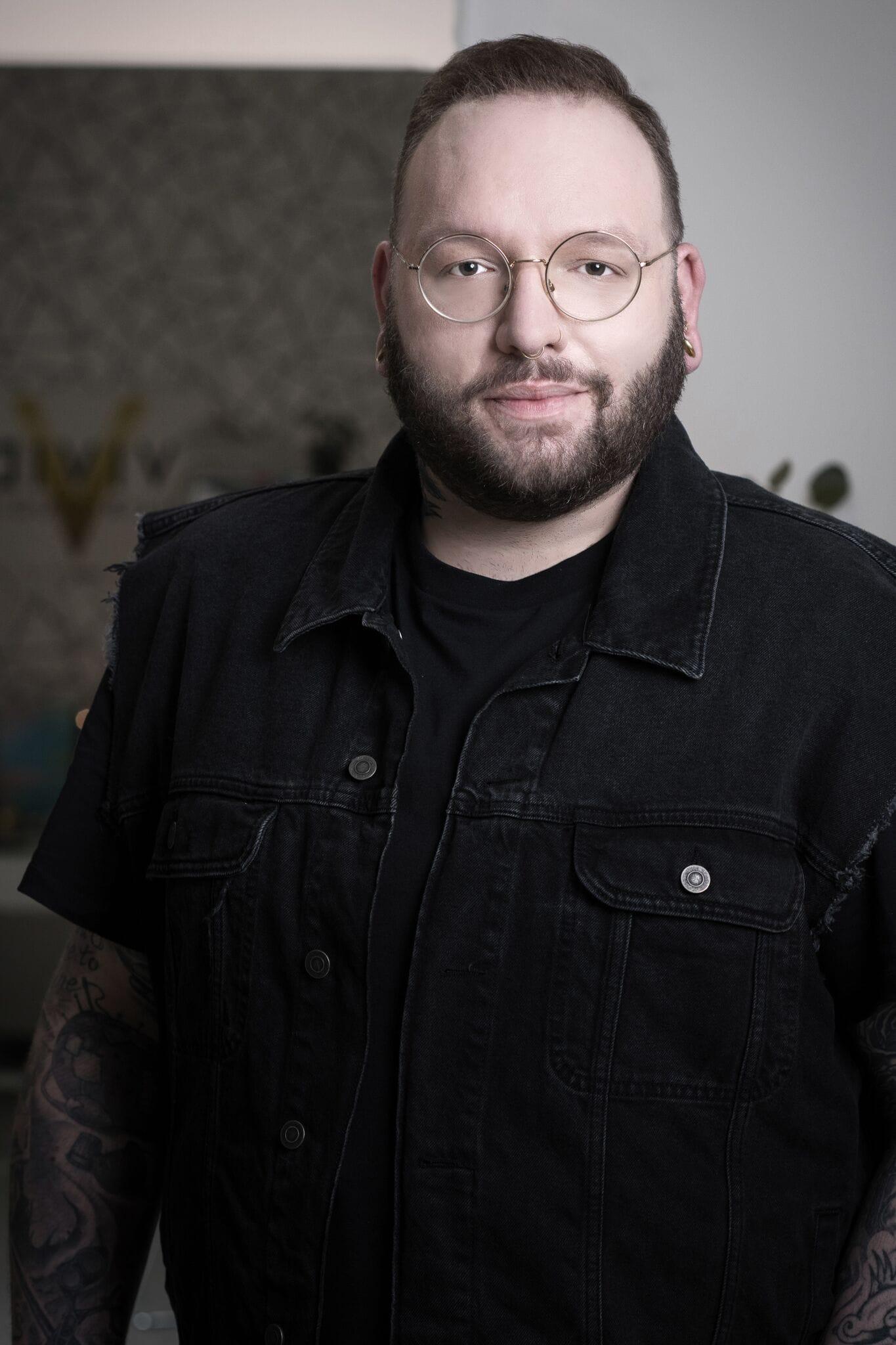 Headshot of Thomas, master hair stylist at Vivid Hair Studio.